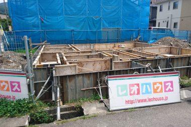 下諏訪町西四王 基礎工事が進行中です。