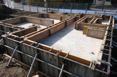 諏訪市中洲建売住宅 基礎工事も終盤です。