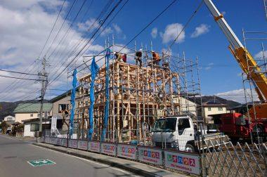 諏訪市中洲建売住宅 上棟中です。