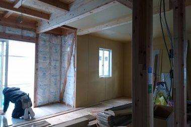 諏訪市中洲建売住宅 建物の完成が近づいてきました。
